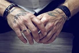 Tatouage poignet homme : mon tout nouveau tattoo, je l'adore grave