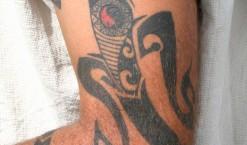 Tatouage semi permanent, les mecs aussi y ont évidemment droit