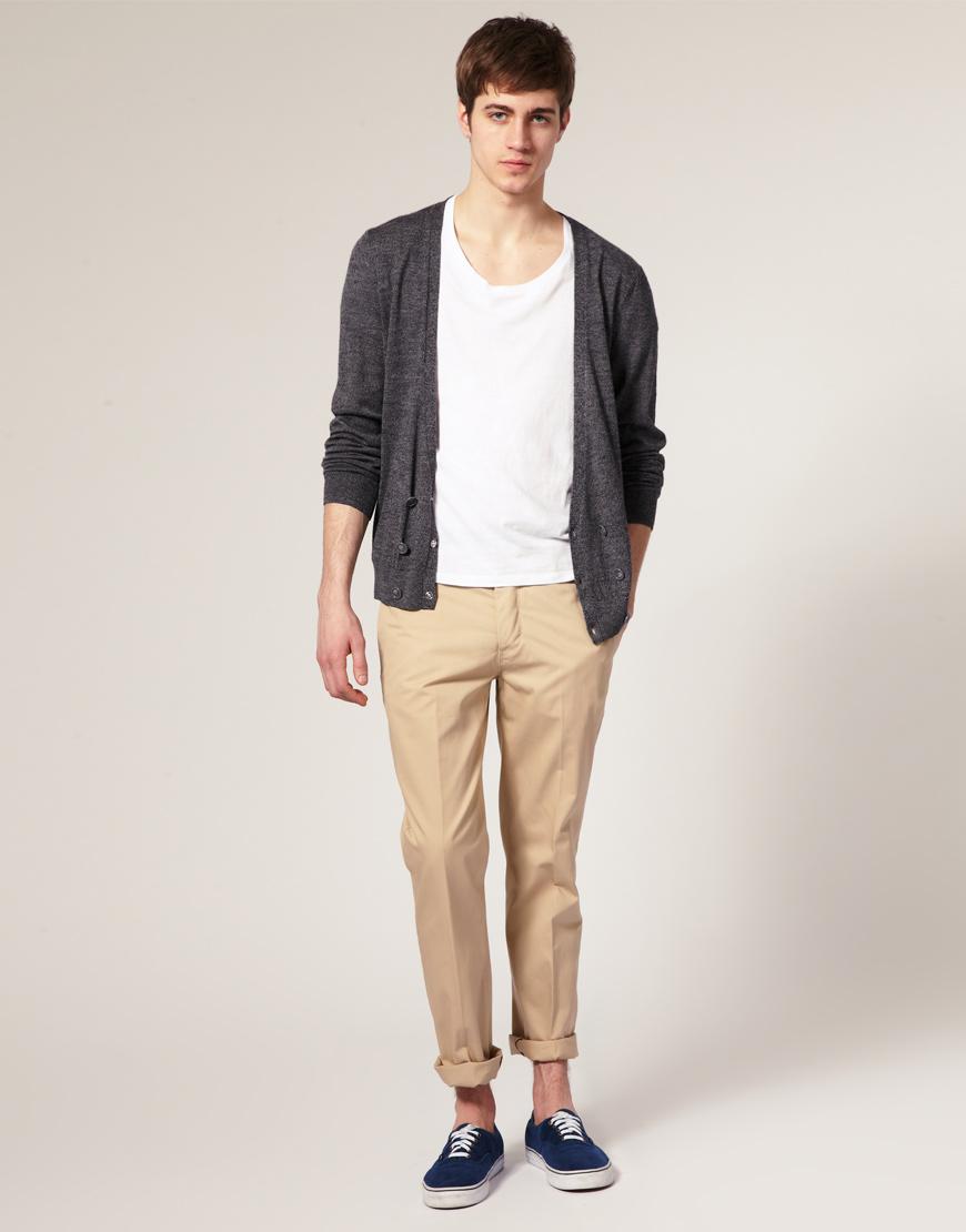 Comment porter le pantalon chino de mani re l gante - Que porter avec un pantalon beige femme ...